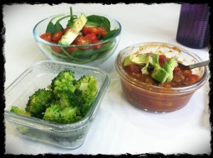 1/28/13 Lunch – Chili, Spinach Salad, Broccoli, Kiwi