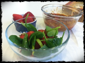 1/30/13 Lunch – spinach salad with tomatoes and bacon, grassfed chili, strawberries.