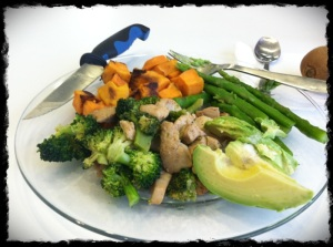 See, still eating well! Chicken & broccoli, asparagus, sweet potato, avocado and kiwi!
